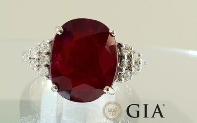 18 kt. White gold - Ring - 6.08 ct GIA certified non-heated ruby - Diamonds - No Reserve