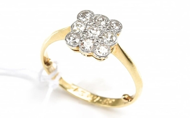 AN EDWARDIAN SQUARE CLUSTER DIAMOND RING IN 18CT GOLD, CIRCA 1920s, SIZE K, 2.5GMS