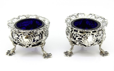 An Early Victorian Pair of Salt/Pepper Cellars, George Frederick Pinnell, London (2) - Silver - 1840