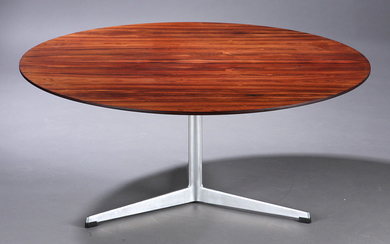 Arne Jacobsen. Round coffee table with top in Brazilian rosewood, 1965