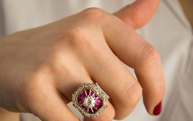 BAGUE DIAMANTS ET RUBIS CALIBRES A 1,01 carat diamond, ruby and gold ring.