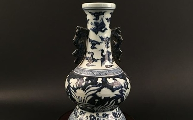Chinese Blue-White Porcelain Vase, Xuande Mark