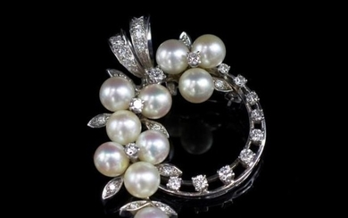 Diamond and pearl set 14ct white gold pendant / brooch. unma...