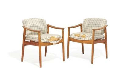 Edvard Kindt-Larsen: A pair of teak armchairs, upholstered with checquered wool, back with brass fittings. France & Søn. 1960s. (2)