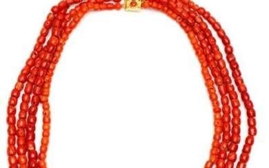 Four-ribbed coral necklace, on 14krt. gold clasp. Corals...