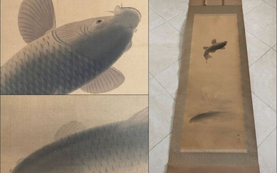 Large beautiful antique scroll painting - 'Two Carps' - - Handpainted on silk - Signed and sealed 'Setsuki' 晴月 - Japan - ca 1900 (Meiji period)