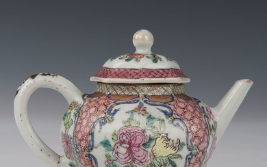 Octagonal teapot (1) - Famille rose - Porcelain - Flowers with butterflies in panels - China - Yongzheng (1723-1735)