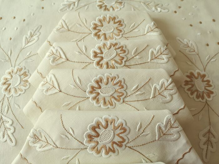 Pure linen tablecloth, tablecloth with 12 matching napkins. Hand embroidery - 240 x 160 cm (13) - Linen - First half 20th century