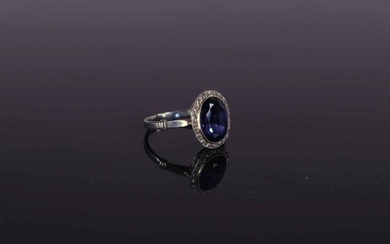 RING in 18k white gold and platinum set with an oval synthetic sapphire. TD. 53 - Gross weight: 2.6 g