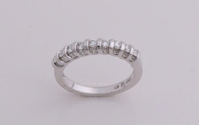 Special white gold diamond row ring, 750/000, with