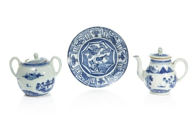 THREE CHINESE EXPORT BLUE & WHITE PORCELAIN