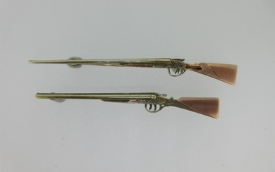 Two tricolour gold double barrelled shotgun brooches,