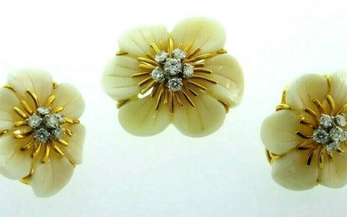 VINTAGE 18k Yellow Gold, Carved Coral & Diamond Flower