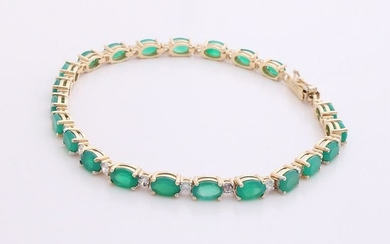 Yellow gold bracelet, 585/000, with emerald and