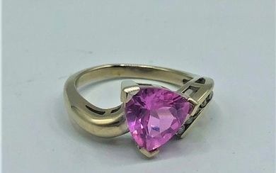 10 K Gold and Diamonds Ring Pink Amethyst Stone
