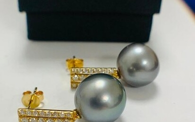 14ct White Gold Pearl and Diamond drop earrings...