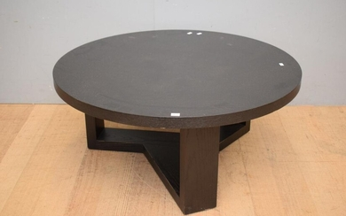 A CONTEMPORARY BLACK CIRCULAR COFFEE TABLE ( 40H X 90 DIAMETER )(LEONARD JOEL DELIVERY SIZE: LARGE)