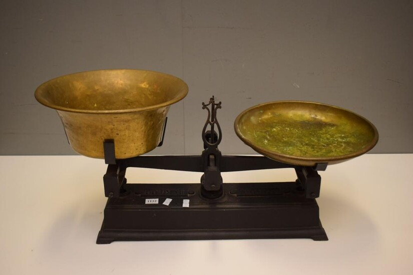 A SET OF FRENCH CAST IRON SCALES WITH BRASS BOWLS (33H X 63W X 28D CM)