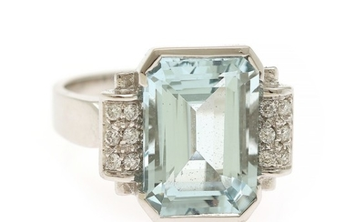 A ring set with an aquamarine weighing app. 6.66 ct. flanked by numerous diamonds, totalling app. 0.14 ct., mounted in 18k white gold. Size 57.5.