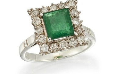 AN EMERALD AND DIAMOND CLUSTER RING The square-cut