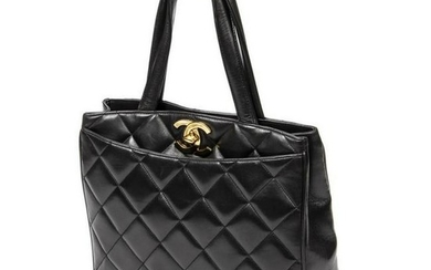 CHANEL QUILTED BLACK LEATHER HANDBAG