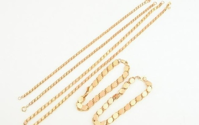 Collection of Five Yellow Gold Oval Link Jewelry Items.