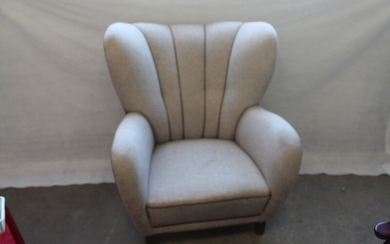 Danish furniture design: Upholstered easy chair with light-coloured wool, stained beech legs. 1940s. H. 99. W. 90. D. 90 cm.