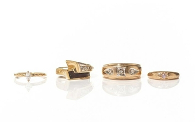 FOUR VINTAGE YELLOW GOLD RINGS, 12g
