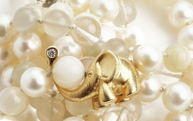Ole Lynggaard: A pearl necklace with cultured pearls and beads of rock crystal with a diamond clasp set with a brilliant-cut diamond, mounted in 18k gold.