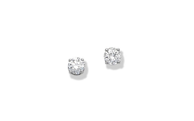 Pair of diamond earstuds