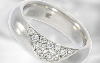 Ring: massive, formerly expensive goldsmith's ring made of...