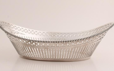 Silver basket, 835/000, boat-shaped model with sawn
