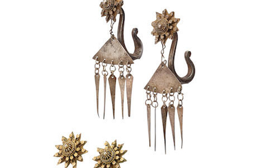TWO PAIRS OF GILT SILVER STAR S-SHAPED EARRINGS