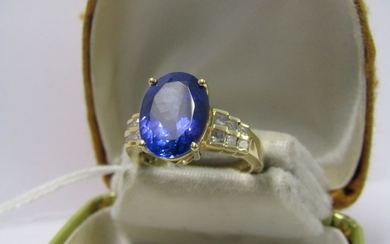 18ct YELLOW GOLD TANZANITE & DIAMOND RING, large principal t...