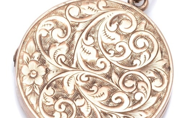 A EDWARDIAN 9CT ROSE GOLD ENGRAVED LOCKET; 24mm wide circular locket with scroll engraved foliage and flower to front, wt. 4.91g.