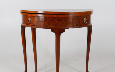 A MAHOGANY AND BURR WALNUT TEA TABLE OF QUEEN ANNE DESIGN.