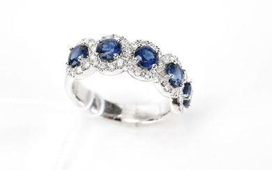 A SAPPHIRE AND DIAMOND RING IN 18CT WHITE GOLD, SIZE L, 5.1GMS