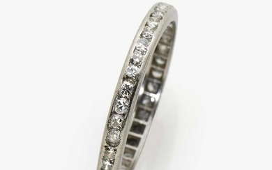 A memory ring with brilliant cut diamonds
