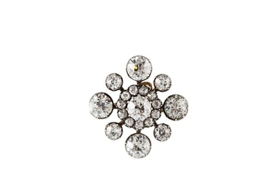 AN ANTIQUE DIAMOND BROOCH, the central cluster of old cut di...