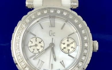 Guess Collection- 32 DIAMONDS Diver Chic White Ceramic Swiss Made - I01200L1 - Women - 2011-present