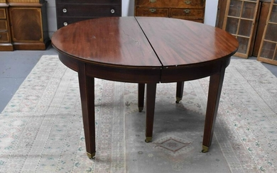 Hepplewhite Style Mahogany Inlaid Dining Table