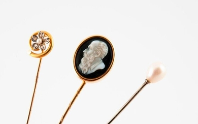 Set of three tie pins in yellow or white (750) gold decorated with a cameo on agate in the profile of a bearded man, or two white cultured pearls, one piriform, the other in the center of a flower punctuated with small rose-cut diamonds, in grain-set.