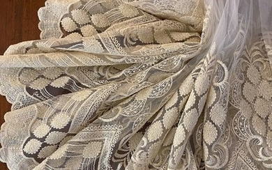 m.4x3.10 h. white tulle curtain fabric - Louis XVI - ivory rebrodè embroidery finished in golden thread - Second half 20th century