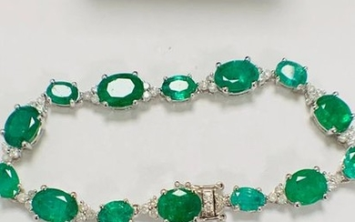 14ct White Gold Emerald and Diamond bracelet featuring,...