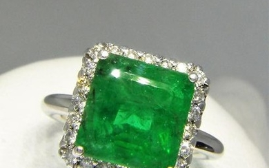 18k Yellow Gold Ring with Certified Natural Emerald and