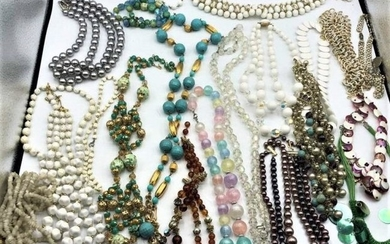 [19] Assorted Costume Jewelry Necklaces - Big Variety