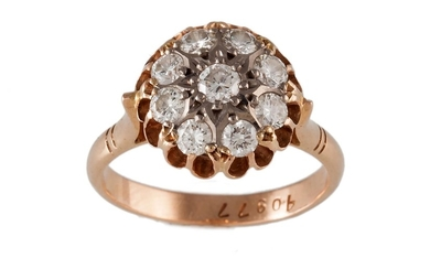 A DIAMOND CLUSTER RING, of approx. 0.90ct in total, mounted ...