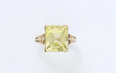 750 thousandths gold ring set with a rectangular facetted yellow...