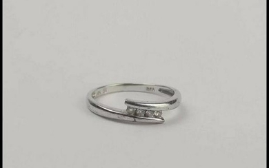 9Ct White Gold Diamond Crossover Ring UK Size L US 5