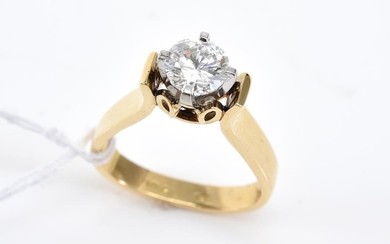 A SOLITAIRE DIAMOND RING OF APPROXIMATELY 1.00CT, IN 18CT GOLD AND PALLADIUM, SIZE J